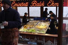 Bocadillo tpico en el Barrio de los Pescadores (Eminonu) Estambul (Vanina Posada) Tags: cocina turquia gastronoma estambul vanina capadocia turco vaninaposada vaninapc