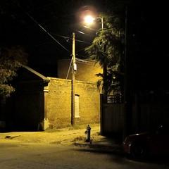 Ecke mit Anschluss / Connected Corner (bartholmy) Tags: auto tree car night hydrant virginia alley nacht streetlamp richmond pole va mast utilitypole baum fireplug gasse strommast thefan strasenlaterne