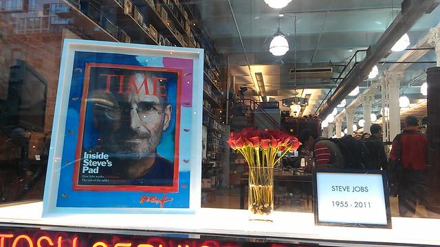 #SteveJobs tribute in the window of @Tekserve cc @amNewYork