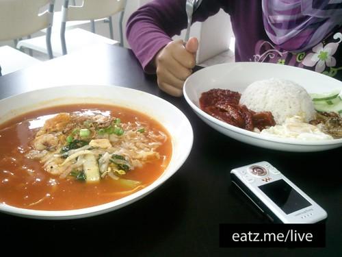 Mee Bandung and Nasi Lemak @ Nellis Deli by Fadzioriq