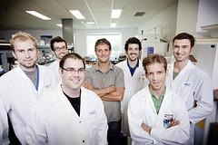 Le professeur Denis Girard et son équipe de recherche
