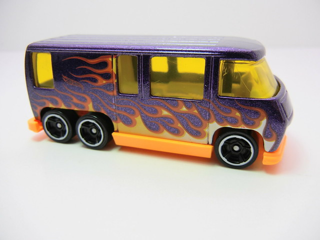 hot wheels 2012 gmc motorhome (2)
