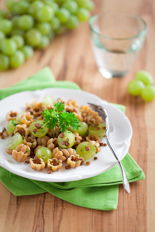 Pasta, lentils and grapes