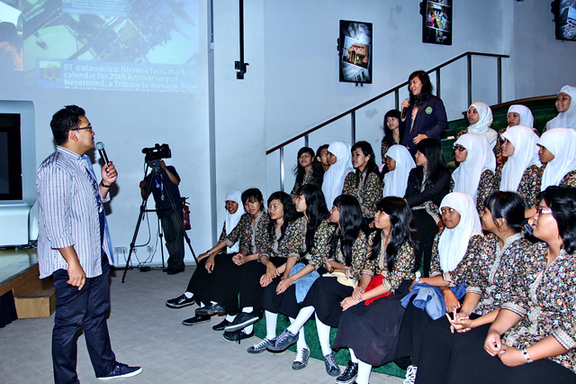 M. Farhan asked about five dignity principles to the students