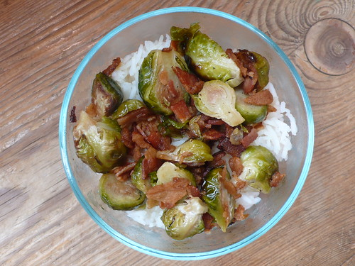 Oven-roasted Brussels Sprouts with bacon and maple syrup