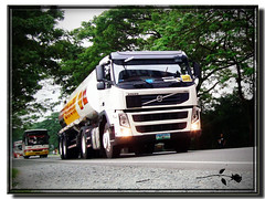 Volvo FM-330 of Shell Philippines (B.R.0017) Tags: truck volvo control diesel cab philippines shell semi corporation company lorry oil co medium trucks trailer corp fm height forward tanker turbocharged forwardcontrol i6 inline6 straight6 mediumheight fm11 d11c d11c330