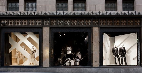8 opening-Burberry windows at Saks Fifth Avenue New York 2