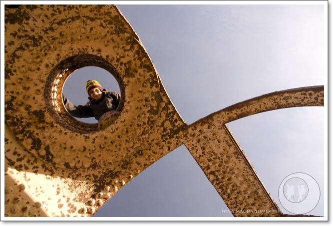 2011 10 24_Magda i Tomek Dookola Swiata_Cmentarz pociągówDSC_0076