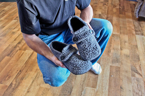 EASY RIBBED CROCHET SLIPPERS | Fabric Follies Two