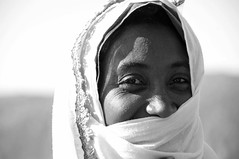 African Smile (keltikee) Tags: africa portrait bw woman smile mujer veil retrato femme morocco arab maroc sonrisa marruecos sourire voile afrique
