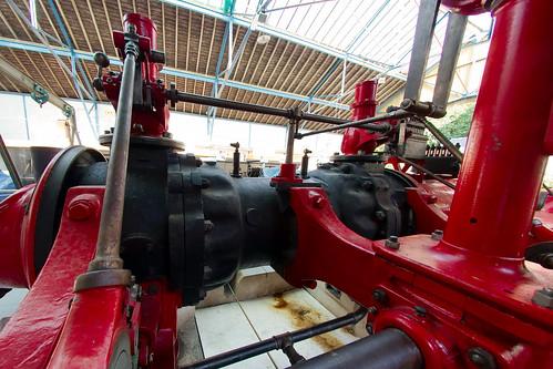 Tringlerie des deux pistons-valves