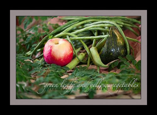 green vegetables:red apple