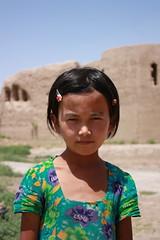 Termiz, girl near Kyr Kyz (Arian Zwegers) Tags: girl fort 2008 uzbekistan fortress termez termiz uzbekistangirl 40girls kyrkkyz kyrkyz uzbekigirl fortygirls kyrkyzfortess kyrkkyzfortess