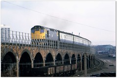 Class 27 27002 Dundee 19/3/82 (Stapleton Road) Tags: train dundee viaduct locomotive sulzer mk1 class27 27002
