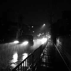 Heavy rain (SOVA5) Tags: street light blackandwhite rain night square ricoh grd grd2 grdigital2