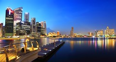 Marina Bay Waterfront Promenade (Kenny Teo (zoompict)) Tags: park news skyline architecture marina river bay boat waterfront tourist casino getty wanted  singaporeriver marinabaysands bestphotographer eos5dmark2 kennyteo singaporelowerpiercereservoir marinabaywaterfrontpromenade