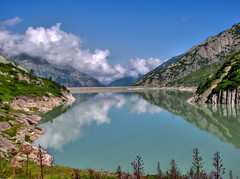 grimsel unterer stausee, switzerland - pseudo-hdr (Matti_T) Tags: mountain lake alps canon schweiz switzerland swiss powershot national alpen hdr geographic sveits switserland sviss  sussa zwitserland sveitsi stausee grimsel isvire   szwajcaria  vcarsko s  veits  sx10 thy  vajiarsko vajcarska  suza uswisi