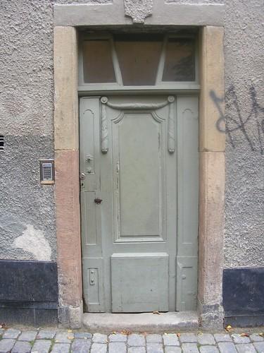 Una puerta en Gamla Stan. Vieja, pero con código de apertura.
