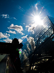 sunburst at the Louvre (1yen) Tags: paris france europe sunburst cournapolon louvremuseum pyramidedulouvre louvrepyramid louvrepalace