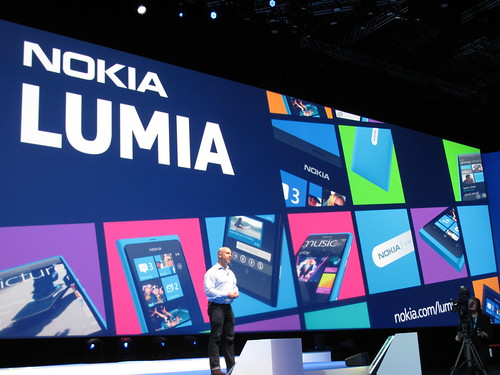 諾基亞首款Windows Phone手機Lumia 800上市