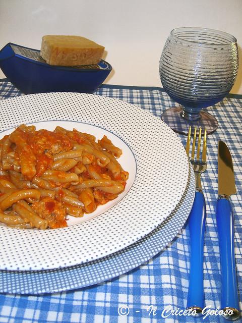 Pasta con tonno e salsa di peperoni