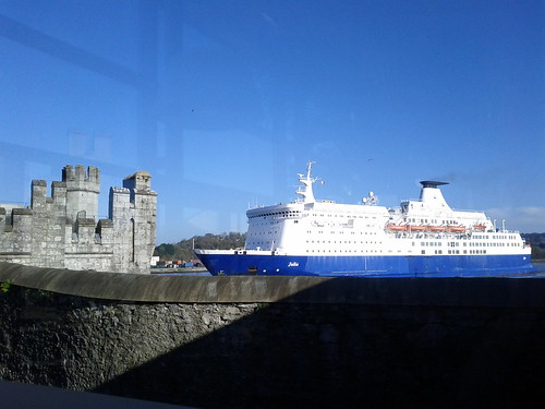The Julia steaming past Blackrock Castle Cork. by despod