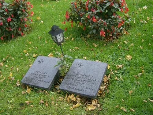 Tumbas a soldados en el cementerio de Hietaniemi
