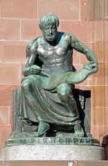 Aristoteles (O!i aus F) Tags: statue bronze deutschland osm universität freiburg baden sonne breisgau badenwürttemberg k7 südbaden aristoteles kollegiengebäude kollegiengebäudei universitätfreiburg
