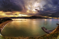 Atardecer en el Abra (carlosolmedillas) Tags: sunset sea sky cloud fish pez eye landscape atardecer ojo mas paisaje cielo 8mm ocaso hdr nube serantes peleng getxo arrigunaga
