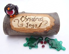 Christmas Joy Log (Glittering Prize - Trudi) Tags: christmas robin carved log berries joy decoration holly bead lampwork