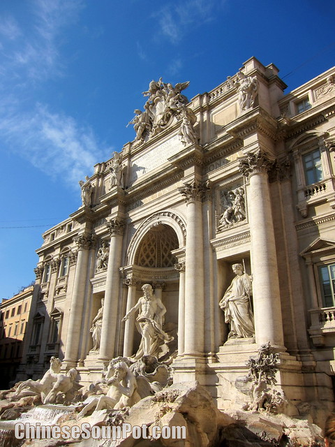 [photo-trevi fountain in rome]