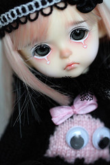 who love me?;) (Aya_27) Tags: pink cute yellow by sweater doll cookie sad heart bell clown special spike bjd dollfie limited pierrot dollie latidoll packman aysel lati pinkbell