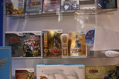 (Super PolyPixel) Tags: nyc cosplay nintendo rockefellercenter exhibit link zelda fi launch 25thanniversary hyrule wii legendofzeldaskywardsword