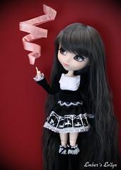 Evilyn spinning ribbons (pure_embers) Tags: uk sisters dark eyes ribbons dolls witch magic gothic gray royal melody spinning pullip pure embers realistic telekinesis leeke obitsu evilyn leekeworld