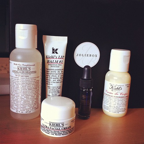 Kiehl's products in this month's @joliebox. One if my favorite skincare brands. Love their lip balm for obvious reasons and I'm excited to try the Midnight Recovery Concentrate.
