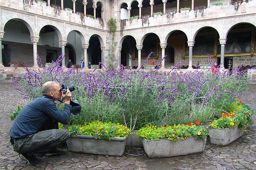 Brad frames a photo at Qorikancha