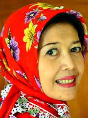 The lady in red shawl hijab (Buyung Mukawi (OFF)) Tags: phoddastica
