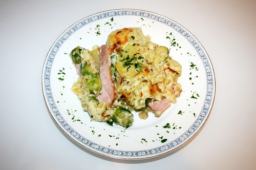 28 - Rosenkohl-Kartoffel-Auflauf / Brussels sprouts potatoe casserole - Serviert