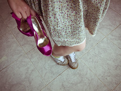 Women have fun (airamzr) Tags: wedding love married zapatos fotos heels tacones todos descanso casados vestidos sneackers botasdegoma