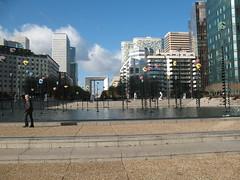 esplanade (mse-home) Tags: paris architecture esplanade 2007 esplanadedeladefense