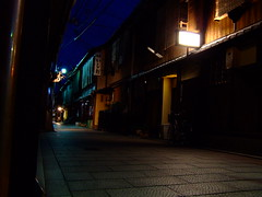 Dark Alley, Gion (D.S.B) Tags: street old japan stone night buildings dark japanese restaurant evening wooden interesting alley kyoto quiet empty traditional historic nightime lanterns gion lantern narrow teahouse atmospheric woodenbuildings narrowstreet emptystreet paved sidestreet ochaya pedestrianstreet 2011 gionkyoto