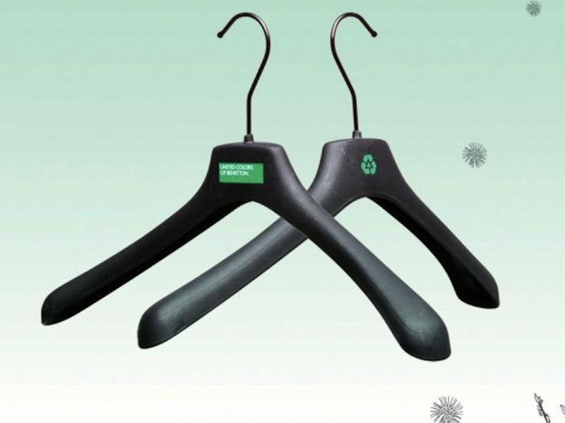 benetton-eco-hangers-537x402