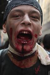 Zombie Walk - SP - Brasil (laryleal) Tags: canon zombie sopaulo zumbi zombiewalk zumbis zombiewalksp t1i laryleal