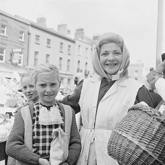 Mystery Shoppers (National Library of Ireland on The Commons) Tags: ireland portrait dublin rolleiflex shopping check basket headscarf markets 1960s sixties shoppers 1964 moorestreet stallholder nationallibraryofireland rolleiflexcamera elinorwiltshire wiltshirecollection