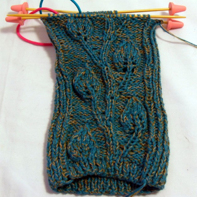 fingerless gloves using sock weight yarn