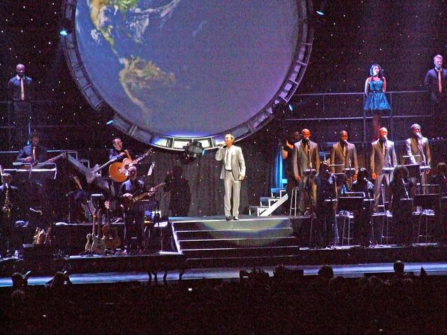 Cliff Richard Soulaciouse tour 2011 10 07 Liverpool Echo Arena
