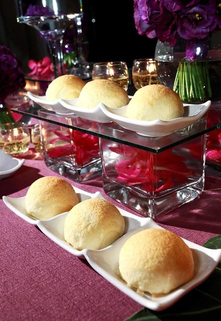 圖六 香港米其林餐廳添好運主廚示範鎮店之寶料理_酥皮叉燒飽。結合波蘿飽香酥外皮與特製叉燒內餡,香味四溢。