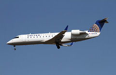 United Express, Bombardier CRJ-200ER (Ron Monroe) Tags: lax airlines ual airliners unitedairlines bombardier crj200 klax skywestusa n910sw