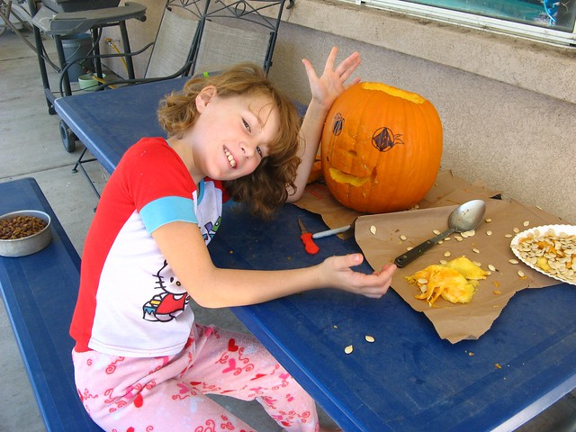 Alexis carving pumpkin 01