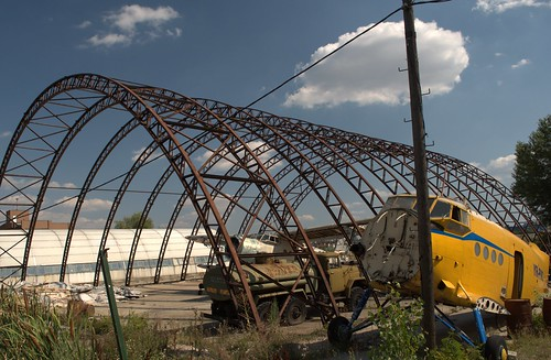 Hangar parasit, avioane dezafectate